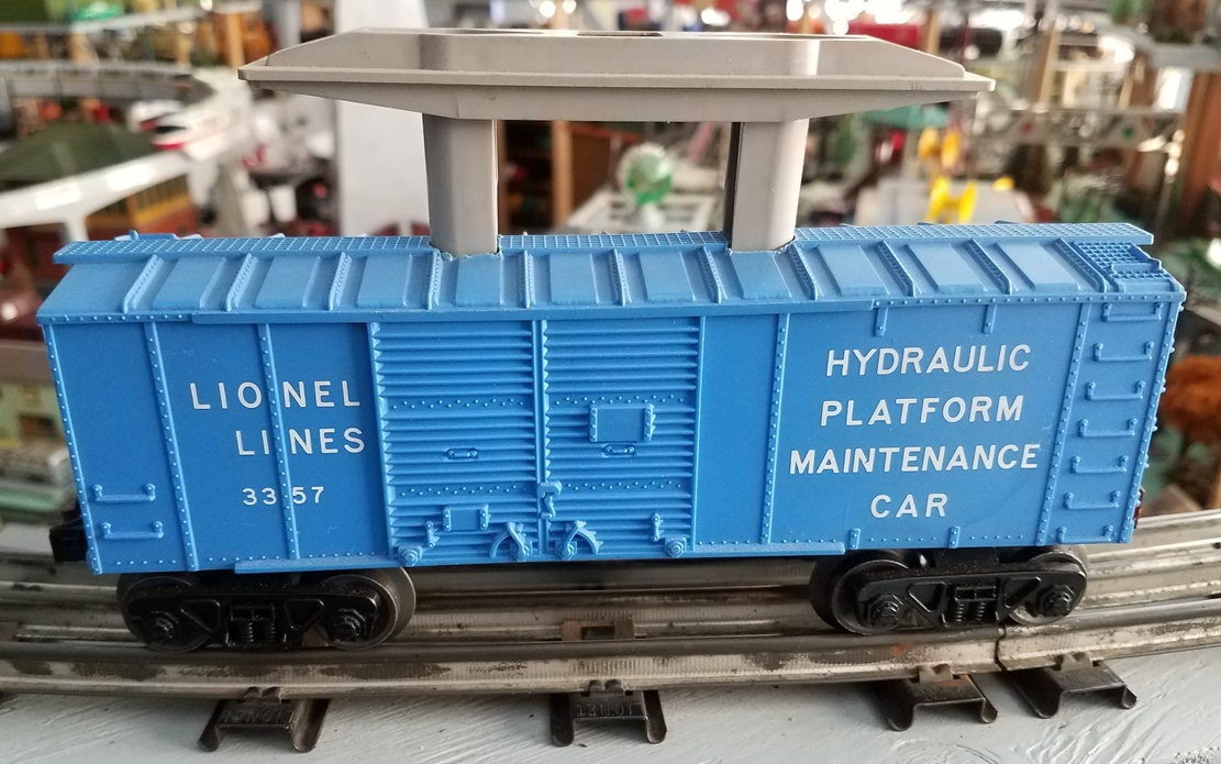 Lionel Postwar 3357 Hydraulic Platform Maintenance Car