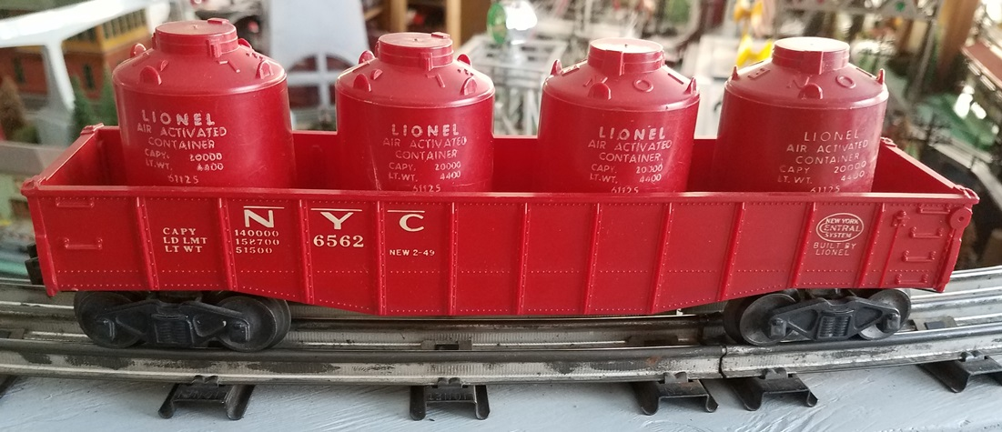 Lionel Postwar 6562-25 red New York Central gondola with canisters