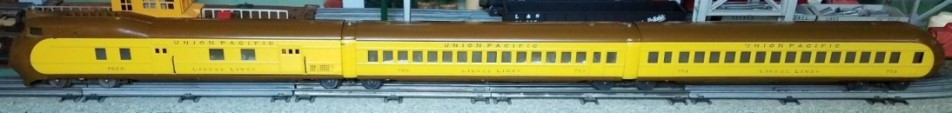 Lionel prewar 752 Union Pacific brown/yellow streamliner