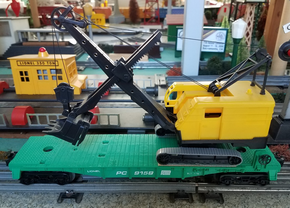 Lionel MPC Penn Central 9158 flatcar with steam shovel