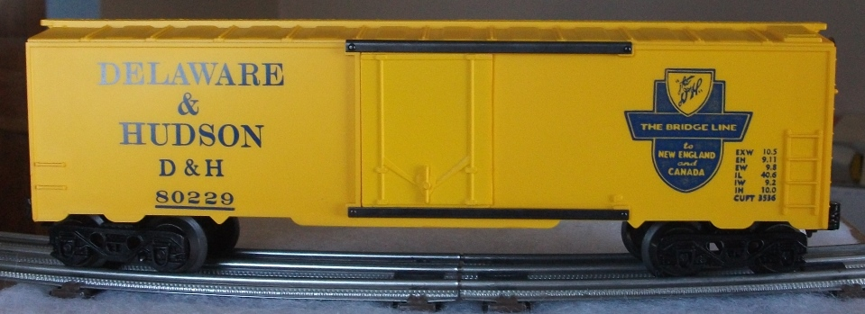 Kris Delaware and Hudson 80229 yellow boxcar with dark blue lettering