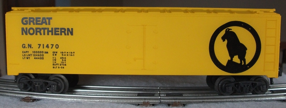 Kris Great Northern 71470 yellow refrigerator car with open mountain goat horns