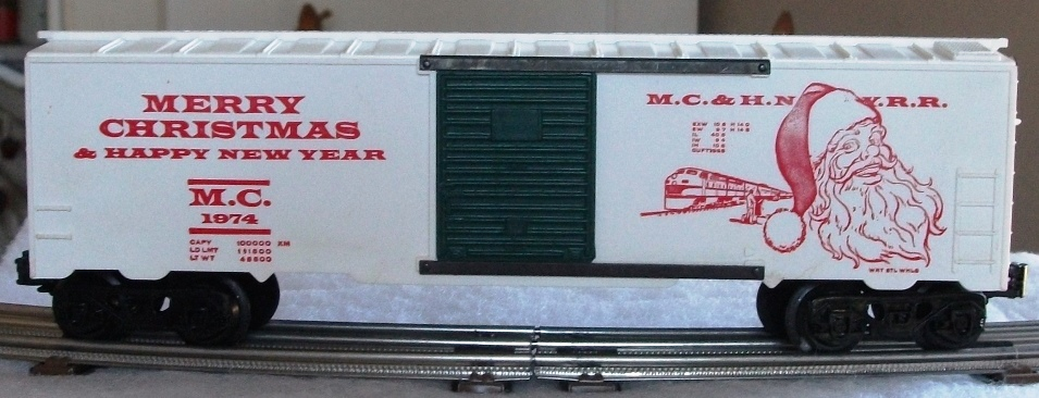 Kris 1974 white holiday boxcar with green doors