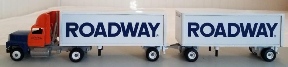 Winross Roadway double pup trailers