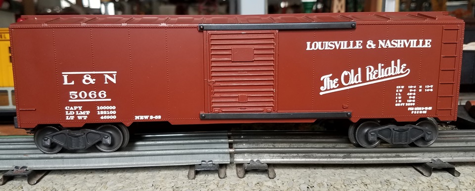Kris Louisville and Nashville 5066 boxcar red boxcar