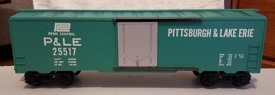 Kris Pittsburgh and Lake Erie 25517 green boxcar with silver plug doors