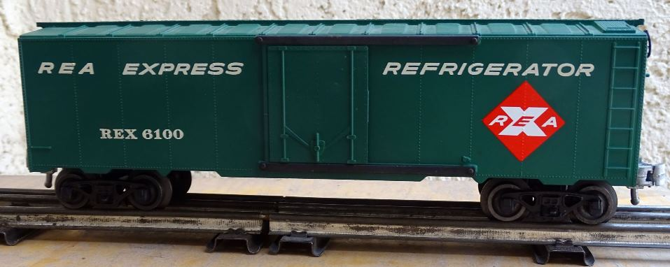 Kris REA green boxcar with no car data and full ladders