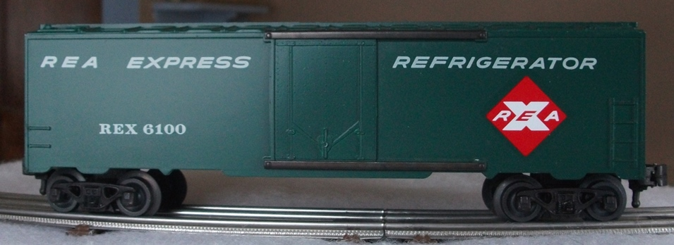 Kris REA green refrigerator car with no car data and half ladders