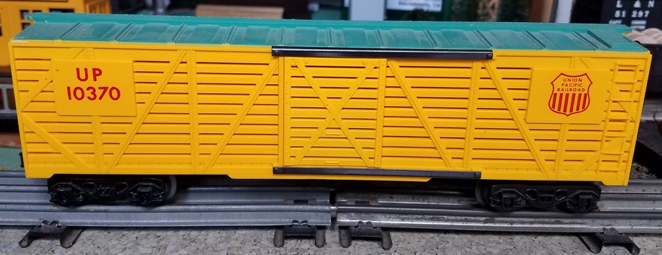 Kris Union Pacific 10370 yellow and green stock car with yellow doors