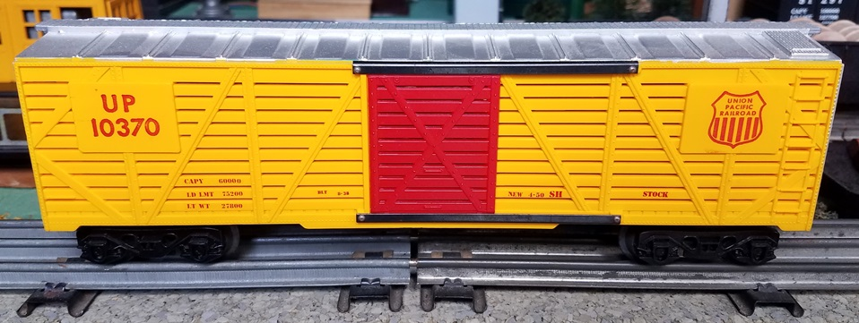 Kris Union Pacific 10370 yellow and silver stock car with red doors