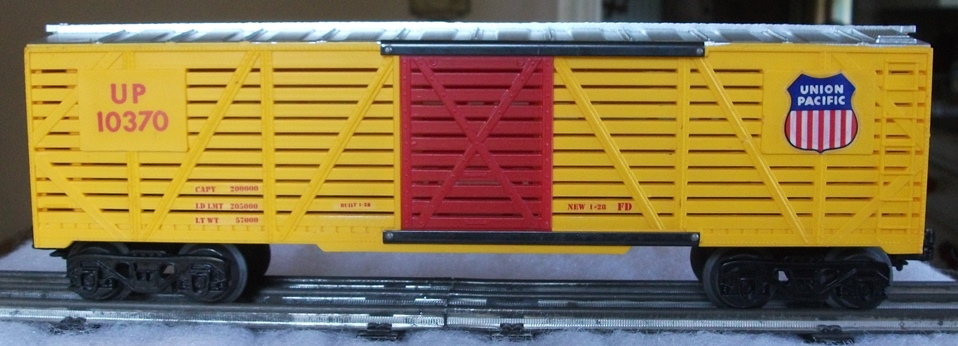 Kris Union Pacific 10370 yellow and silver stock car with multicolor UP logo