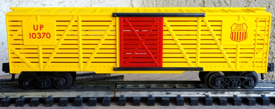 Kris Union Pacific 10370 yellow stock car with red doors