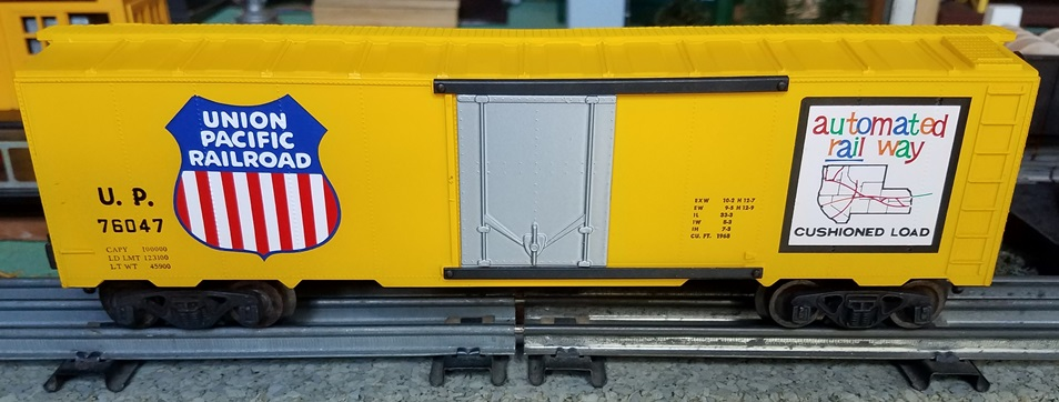 Kris Union Pacific 76047 yellow boxcar with plug doors
