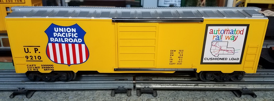 Kris Union Pacific 9210 yellow and silver boxcar with rib doors