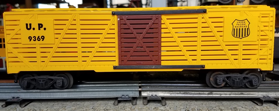 Kris Union Pacific 9369 yellow stock car with brown doors
