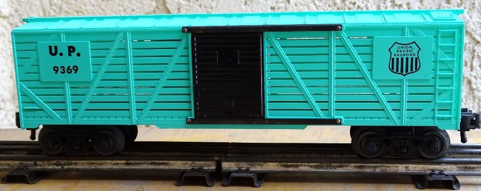 Kris Union Pacific 9369 light green stock car with black doors