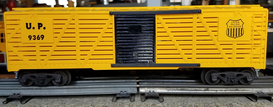 Kris Union Pacific 9369 yellow stock car with black doors